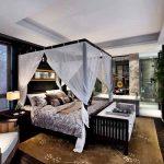 Романтична спалня с балдахин
