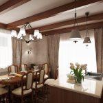 Дървените греди на тавана придават рустикален изглед на помещението