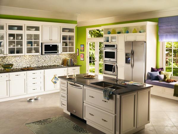 Кухня в рустикален стил и зелени акценти