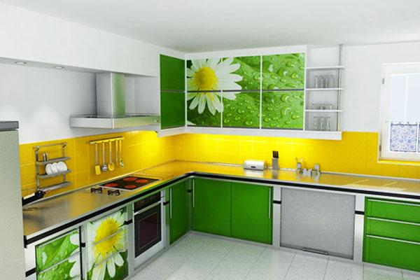 Флорални мотиви на цветния принт на шкафовете