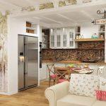 Принт с изглед на френско кафене символично разделя кухнята от дневната