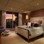 Спалня с окачени лампиони