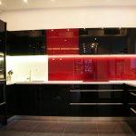 Кухни в червено, черно и бяло