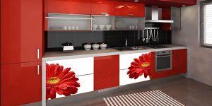 Драматични контрасти в червено, черно и бяло в кухнята