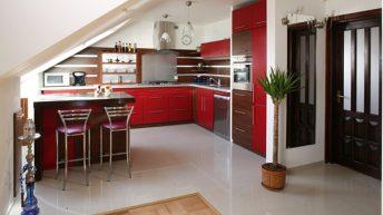 35 идеи за кухни със скосени тавани