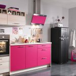 Елегантна малка розова кухня - интериорен дизайн